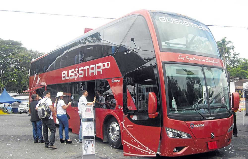 Busscar y Superpolo \'mueven\' los buses doble piso