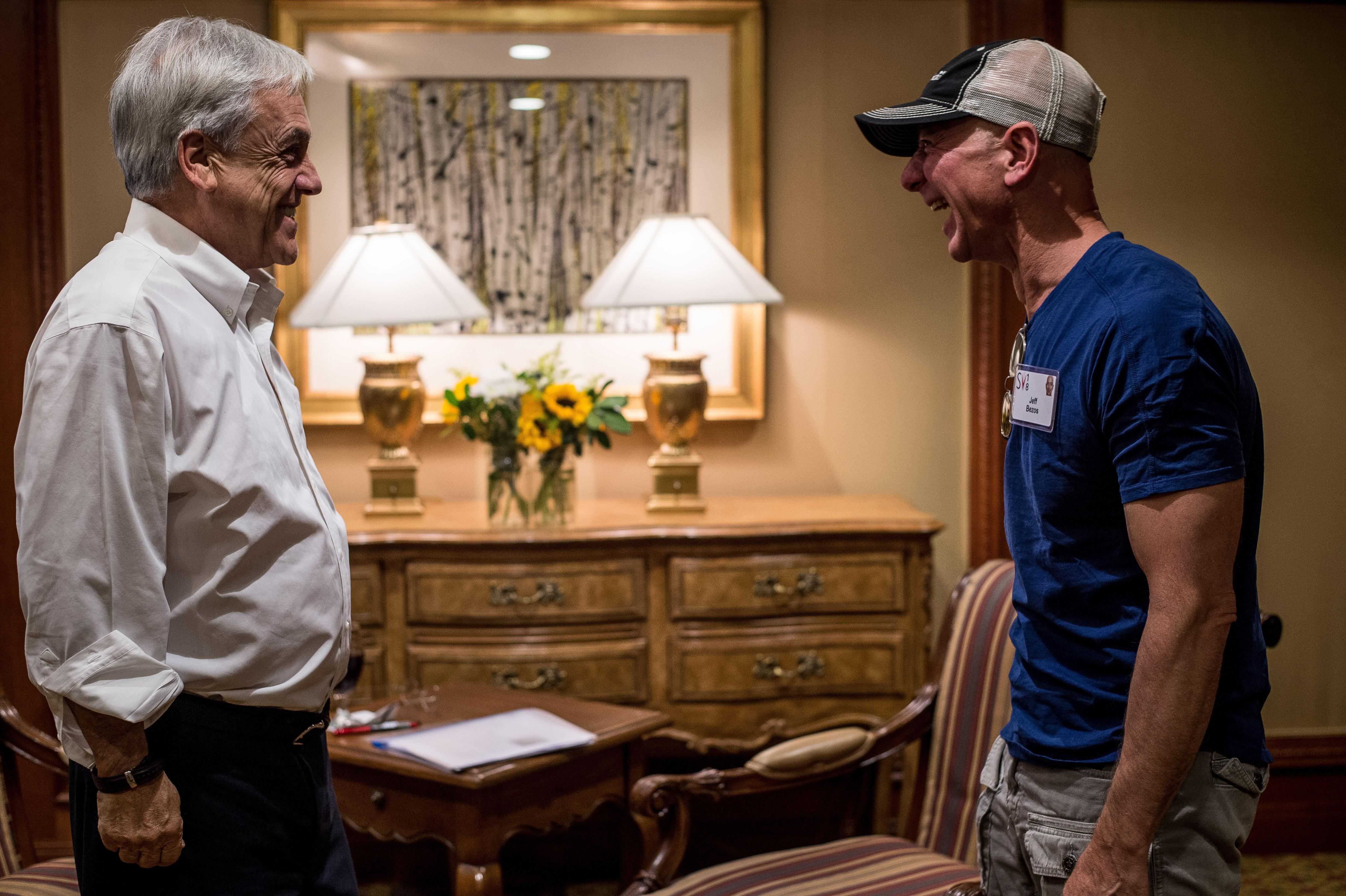 Piñera concreta reunión con Bezos en medio del interés de que Amazon ...