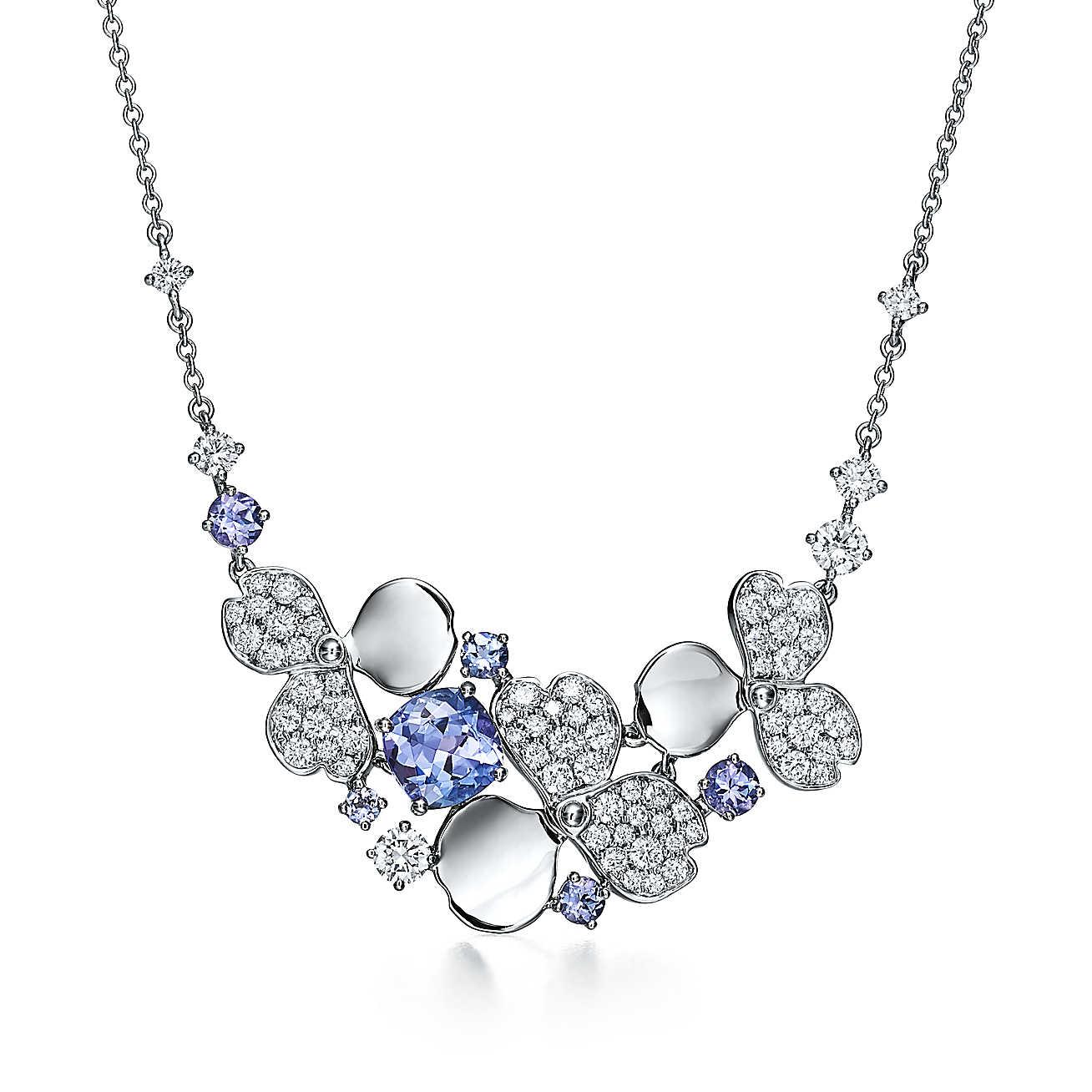 076c2f39e247 tiffany-paper-flowerscollar-diamantes-y-tanzanitas-en-racimo-61625674 984446 ED.jpg