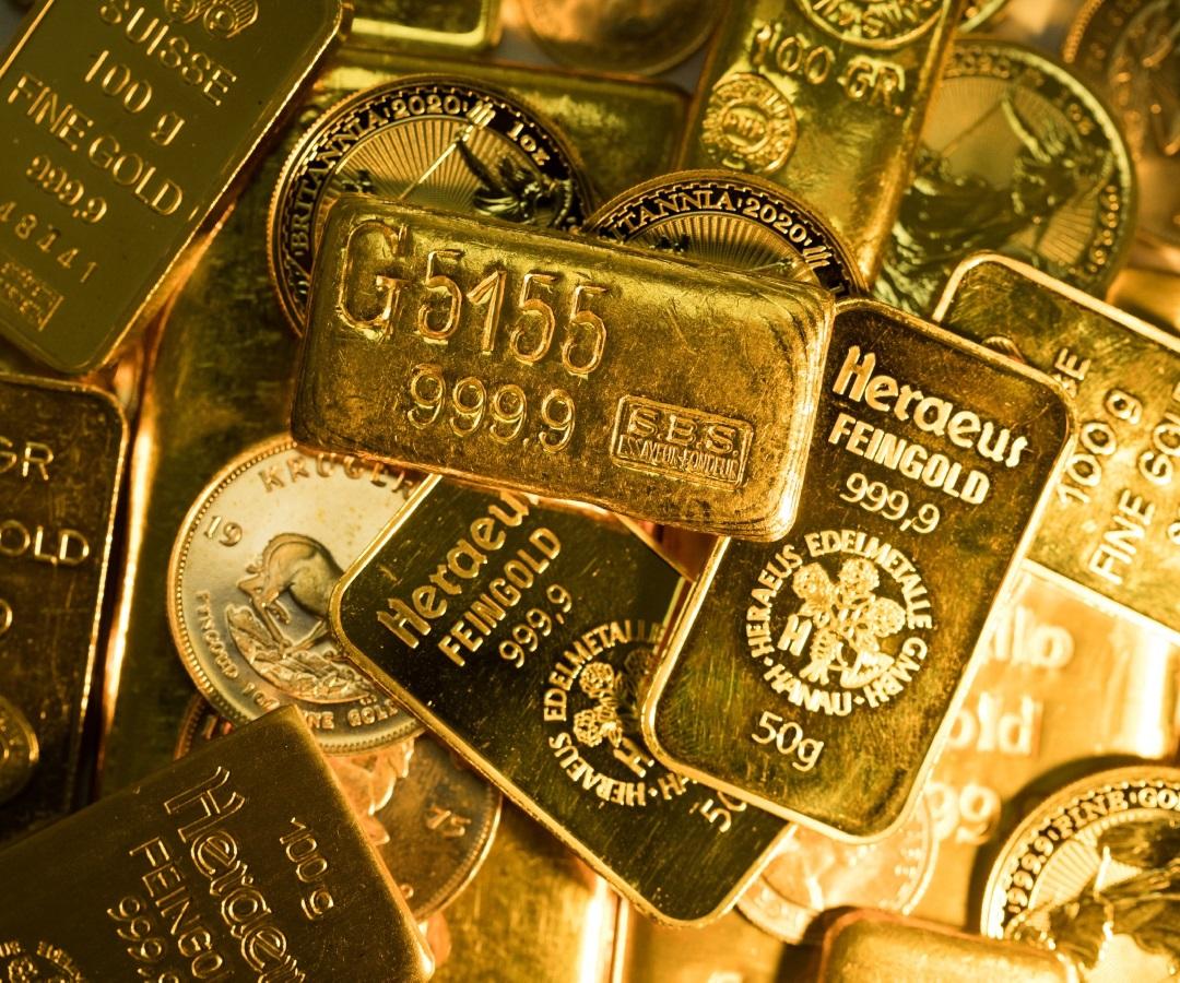 Valor de la onza de oro sube más en una semana a medida que precio del dólar baja