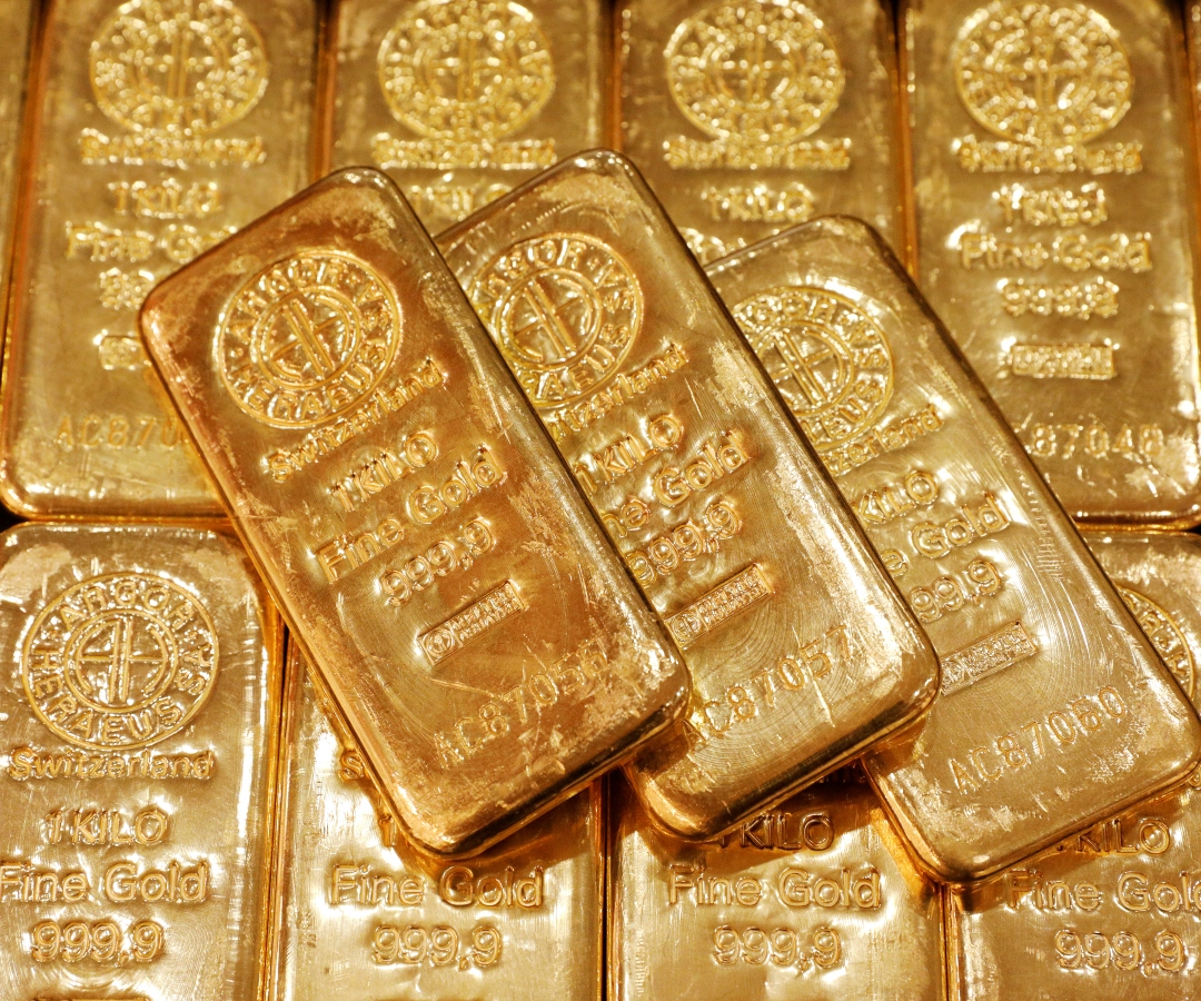 Oro opera estable porque inversionistas evalúan optimismo por vacuna y alza de contagios
