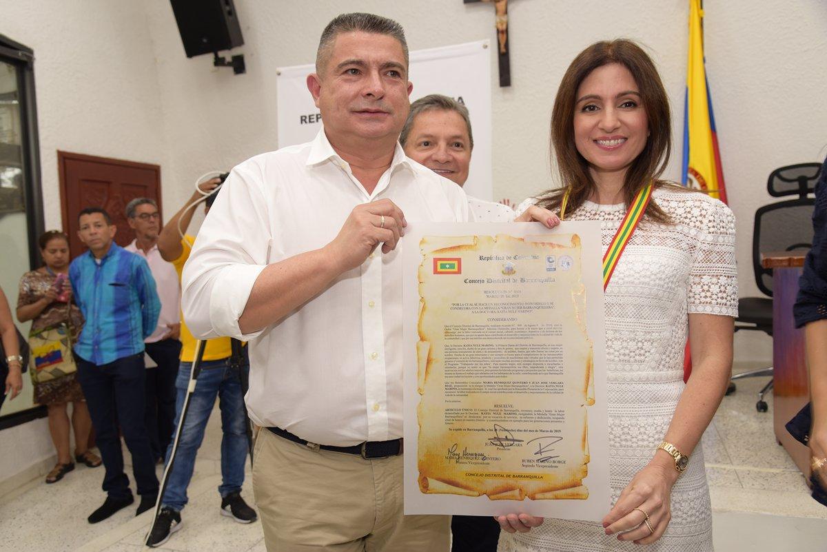 e53c2f4f777a Alcaldía de Barranquilla entrega condecoración a  Gran mujer ...