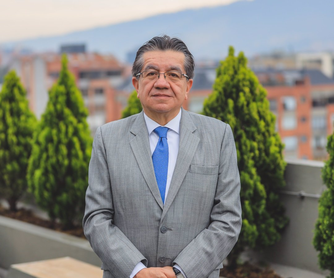 El ministro de Salud, Fernando Ruiz, ha atendido la crisis con más recursos  para la salud
