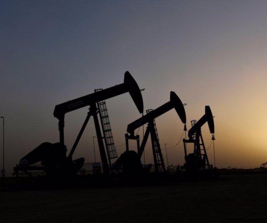 Precios del petroleo suben por tímidas señales de mejoría en demanda de combustible