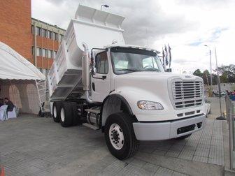 Freightliner traerá volquetas M2 112 y M2 106 armadas desde